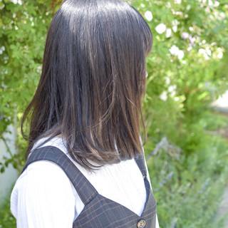 ナチュラル 透明感カラー セミロング 簡単スタイリング ヘアスタイルや髪型の写真・画像