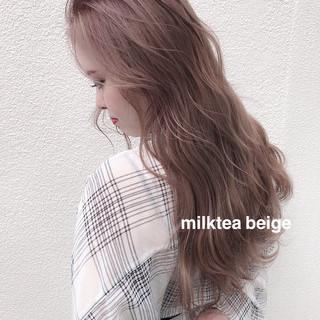 オリーブベージュ ロング ピンクベージュ アッシュグレージュ ヘアスタイルや髪型の写真・画像
