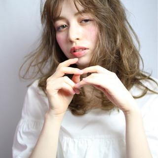 セミロング ブラウン 外国人風 ガーリー ヘアスタイルや髪型の写真・画像
