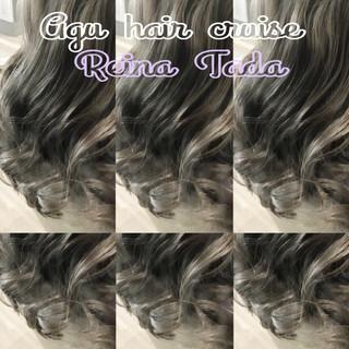 フェミニン バレイヤージュ グレー ロング ヘアスタイルや髪型の写真・画像 ヘアスタイルや髪型の写真・画像