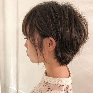 オリーブグレージュ フェミニン オリーブアッシュ グレージュ ヘアスタイルや髪型の写真・画像