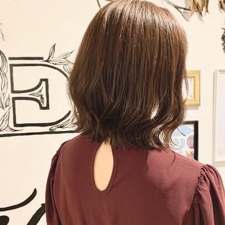 透明感カラー 切りっぱなしボブ 外ハネボブ ベージュ ヘアスタイルや髪型の写真・画像