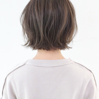 グレー グレージュ ナチュラル 外ハネ ヘアスタイルや髪型の写真・画像