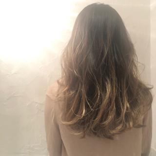 外国人風カラー ハイライト バレイヤージュ エレガント ヘアスタイルや髪型の写真・画像