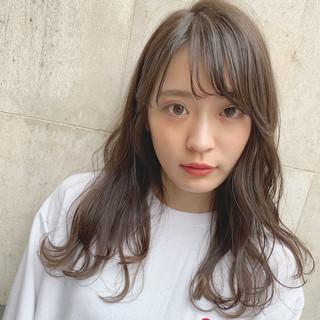 暗髪 ナチュラル シースルーバング レイヤーカット ヘアスタイルや髪型の写真・画像