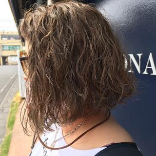 切りっぱなし ストリート ハイライト ウェーブ ヘアスタイルや髪型の写真・画像
