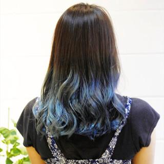 グラデーションカラー セミロング ブルーアッシュ ハイトーン ヘアスタイルや髪型の写真・画像