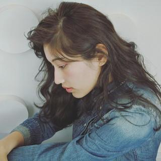 アンニュイ 外国人風 黒髪 暗髪 ヘアスタイルや髪型の写真・画像