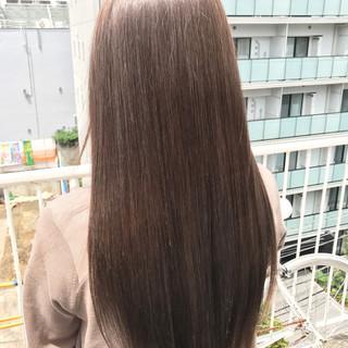 ヌーディベージュ ストレート ナチュラル 艶髪 ヘアスタイルや髪型の写真・画像