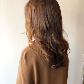 ミルクティーベージュ ロング 切りっぱなしボブ 地毛風カラー ヘアスタイルや髪型の写真・画像
