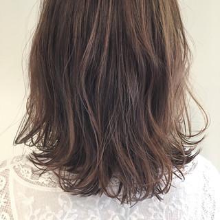 ウェーブ アンニュイ リラックス ナチュラル ヘアスタイルや髪型の写真・画像