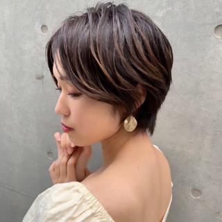 流し前髪 センターパート ハンサムショート ヘアアレンジ ヘアスタイルや髪型の写真・画像