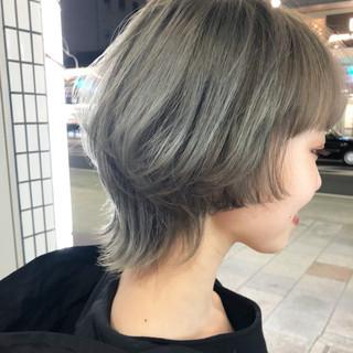 ミディアム モード マッシュウルフ ウルフカット ヘアスタイルや髪型の写真・画像