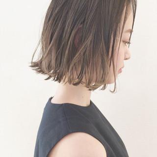 外国人風 アンニュイ 切りっぱなし ウェーブ ヘアスタイルや髪型の写真・画像