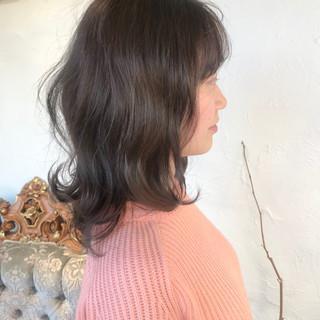 ブリーチなし デート ミルクグレージュ ミディアム ヘアスタイルや髪型の写真・画像 ヘアスタイルや髪型の写真・画像