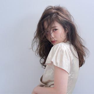 大人かわいい セミロング 外国人風 前髪あり ヘアスタイルや髪型の写真・画像