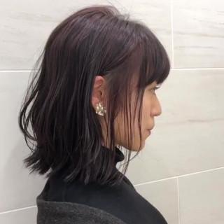 ベリーピンク 外ハネボブ ボブ ハイライト ヘアスタイルや髪型の写真・画像