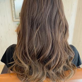 透明感カラー ゆるふわセット ナチュラル グレージュ ヘアスタイルや髪型の写真・画像