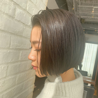 デート オフィス ミニボブ 切りっぱなしボブ ヘアスタイルや髪型の写真・画像