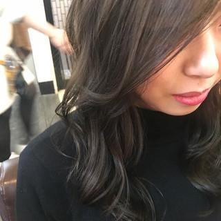 外国人風 グレー ロング カーキ ヘアスタイルや髪型の写真・画像