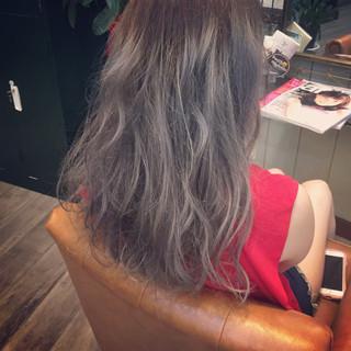 ロング ブリーチ グレージュ 外国人風 ヘアスタイルや髪型の写真・画像