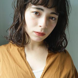 パーマ ミディアム モード 前髪パーマ ヘアスタイルや髪型の写真・画像