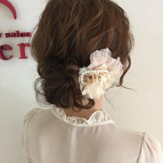 シニヨン ヘアアレンジ ナチュラル 結婚式 ヘアスタイルや髪型の写真・画像