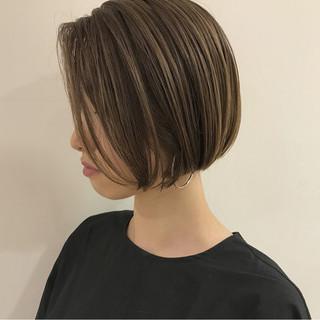 ショートボブ 切りっぱなし 秋 ボブ ヘアスタイルや髪型の写真・画像