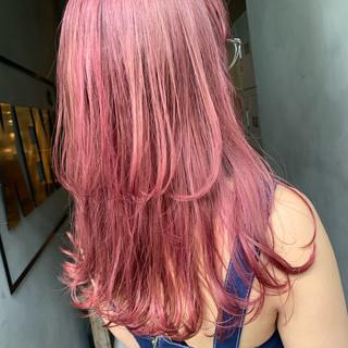 ピンクアッシュ レイヤーロングヘア ストリート ロング ヘアスタイルや髪型の写真・画像
