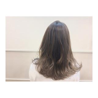 グレージュ アッシュグレージュ 外国人風カラー おフェロ ヘアスタイルや髪型の写真・画像