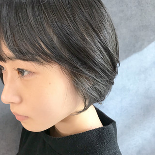 インナーグレー インナーカラー ショート 黒髪ショート ヘアスタイルや髪型の写真・画像