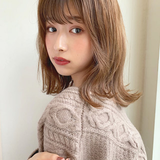 ミディアム シースルーバング 大人かわいい ベージュ ヘアスタイルや髪型の写真・画像