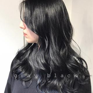 アッシュグレージュ ブルーブラック セミロング ナチュラル ヘアスタイルや髪型の写真・画像