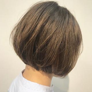 切りっぱなしボブ ブリーチオンカラー ハイライト ショートボブ ヘアスタイルや髪型の写真・画像
