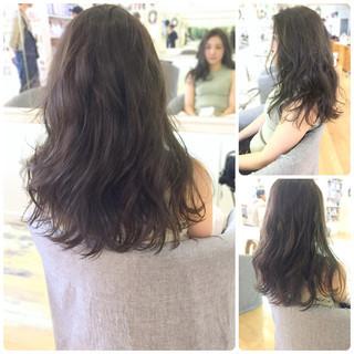 ロング イルミナカラー 透明感 ウェーブ ヘアスタイルや髪型の写真・画像
