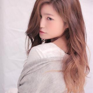 フェミニン グラデーションカラー ロング 外国人風 ヘアスタイルや髪型の写真・画像