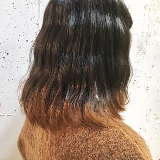 オフィス ミディアム グラデーションカラー イエロー ヘアスタイルや髪型の写真・画像
