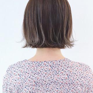 アッシュ グレージュ フェミニン ボブ ヘアスタイルや髪型の写真・画像