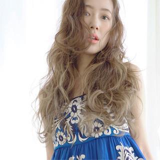 外国人風 フェミニン ロング アッシュ ヘアスタイルや髪型の写真・画像