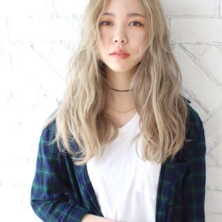 ベージュ 金髪 ロング 外国人風 ヘアスタイルや髪型の写真・画像