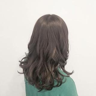 ロング グレージュ デート 透明感 ヘアスタイルや髪型の写真・画像