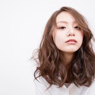 前髪あり 大人女子 フェミニン アッシュ ヘアスタイルや髪型の写真・画像