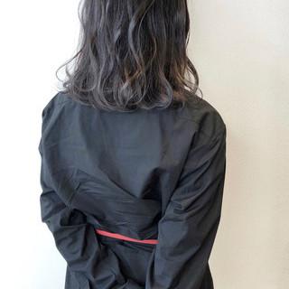 アッシュグレージュ ブルージュ ナチュラル ダークグレー ヘアスタイルや髪型の写真・画像