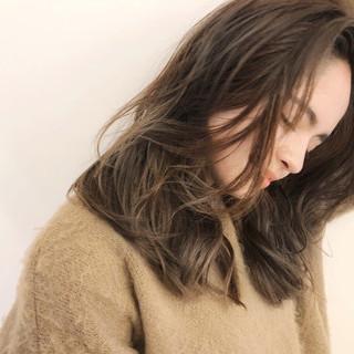 デジタルパーマ 外ハネ グレージュ セミロング ヘアスタイルや髪型の写真・画像