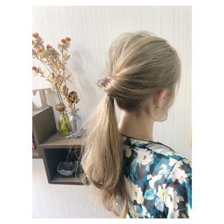 セミロング ヘアアレンジ オフィス ミルクティー ヘアスタイルや髪型の写真・画像