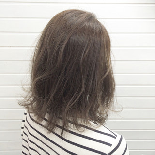 セミロング 外国人風 ロブ 外ハネ ヘアスタイルや髪型の写真・画像