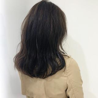 グレージュ セミロング イルミナカラー 上品 ヘアスタイルや髪型の写真・画像