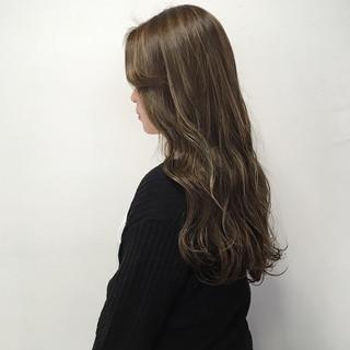 ベージュ 透明感カラー ミルクティーベージュ ナチュラル ヘアスタイルや髪型の写真・画像