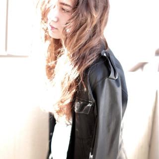 アッシュ グレージュ 春 外国人風 ヘアスタイルや髪型の写真・画像
