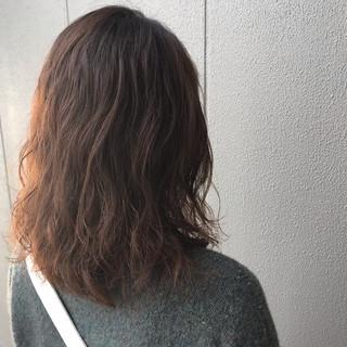 ナチュラル パーマ アンニュイほつれヘア アウトドア ヘアスタイルや髪型の写真・画像